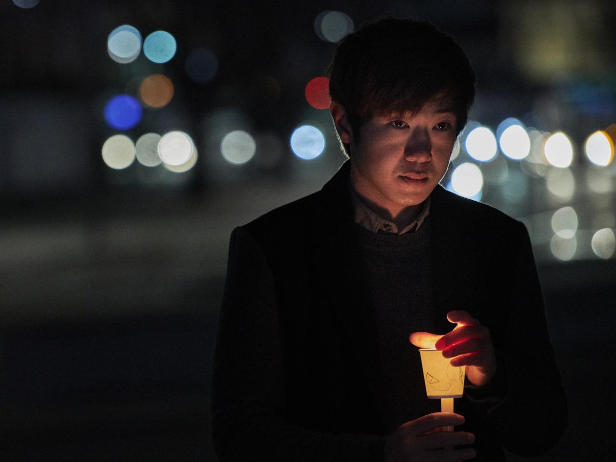During a candle-light vigil in Gwangwha-Mun Square in Seoul, South Korea, 7 December 2017. Photo: Paul Jeffrey/WCC