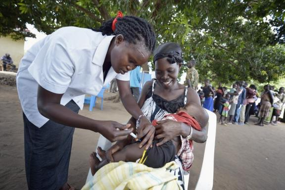 Vaccination at a mobile clinic for displaced families, South Sudan.