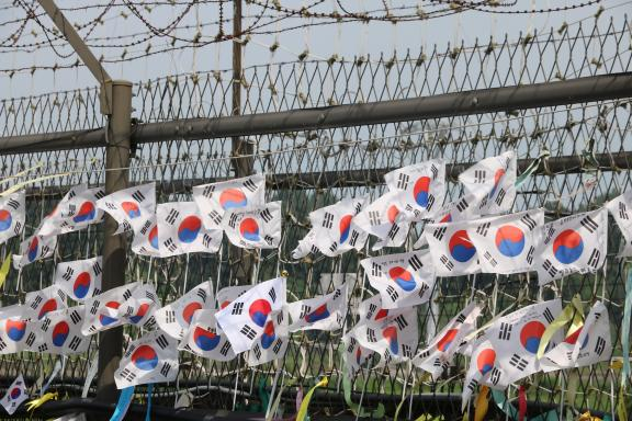 Flags for peace at the DMZ
