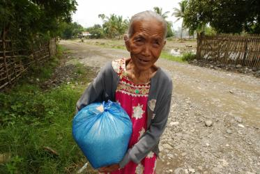 Filipino old woman carries a bag
