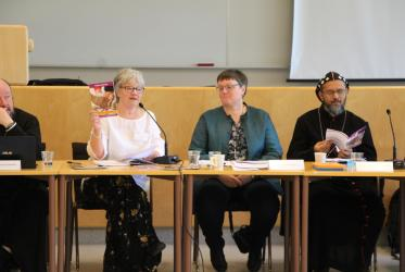 "Rev. Dr Susan Durber, moderator of the WCC Commission on Faith and Order presenting ""Come and See"" during the WCC CWME meeting in Helsinki, 17 May 2019, Photo: WCC"
