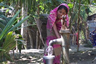 Bangladesh: a young woman pumps water from a well in a small community hit by climate change. Photo: Marcelo Schneider/WCC