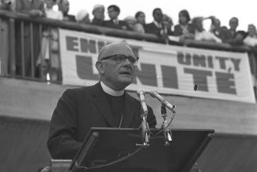 In an open-air worship, the then WCC general secretary Eugene Carson Blake spoke to the thousands gathered, appealing to send material aid to the starving Biafra people. ©WCC Photo