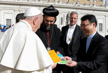 From left to right: Pope Francis, CWME moderator Metropolitan Geevarghese Mor Coorilos, a Vatican usher, CWME director Rev. Dr Jooseop Keum. © L'Osservatore Romano Photographic Service.